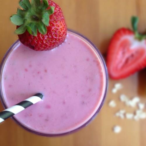 PROJETO SAÚDE: veja exercícios para fazer em casa + receita de vitamina pré-treino!