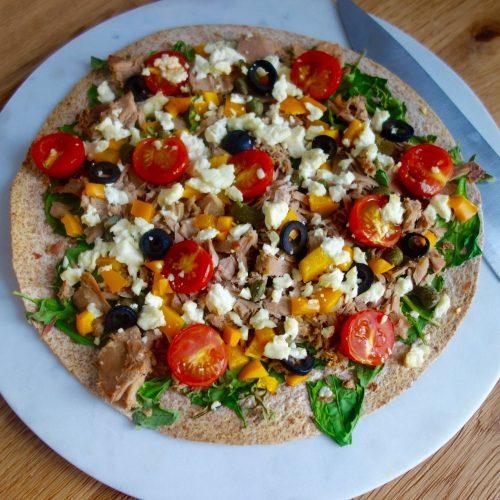 Jantar saudável em 10 minutos: mini pizza no pão sírio