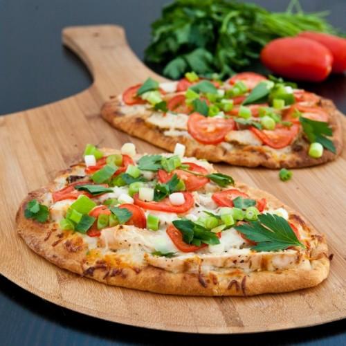 Jantar em 15 minutos (mais uma receita prática): pizza no pão sírio!