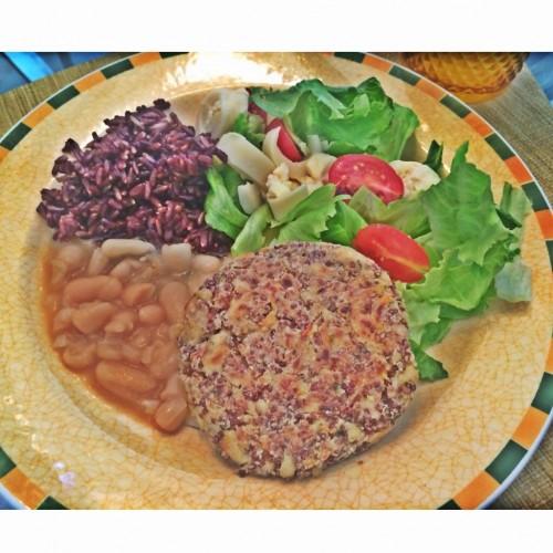 Hambúrguer de quinua com frango