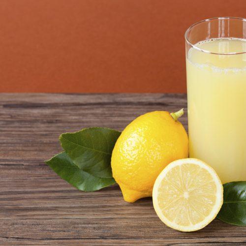 10 (bons) motivos para tomar suco de limão todo dia