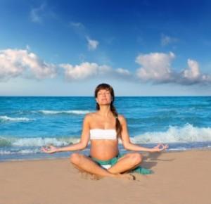 Grávida fazendo yoga