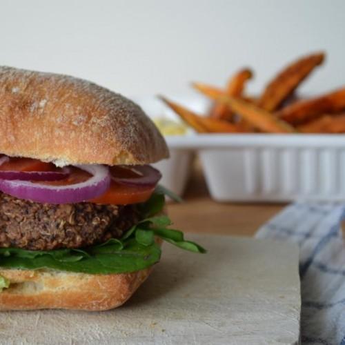 Fast-food saudável: hambúrguer com batata chips